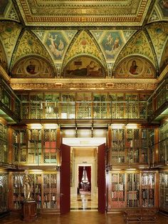 This is the Morgan Library & Museum in New York. It was declared a National Historic Landmark in 1966 and contains everything from Leonardo Da Vinci prints/drawings to Bob Dylan's notes of Blowin' in the Wind. Beautiful Library, Dream Library, Library Books, New York City Museums, New York Museums, Renzo Piano, Bob Dylan, A New York Minute, Antique Books