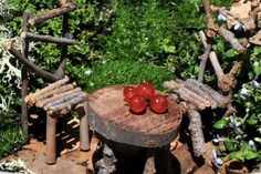 Why would you buy a fairy table when you could make your own like this? Adorable!