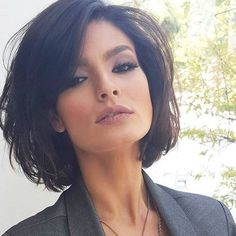 Here are 17 chic and eye-catching bob hairstyles, from Short-Haircut: A hairstyle is the best way to show off your style and the beauty of your face. You can make a great look with a modern and chic haircut like bob hairstyles that are the biggest trend Popular Short Hairstyles, Layered Bob Hairstyles, Cool Hairstyles, Popular Haircuts, Brown Hairstyles, Bob Haircuts, Gorgeous Hairstyles, Modern Bob Hairstyles, Haircut Bob