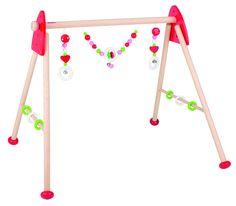 Babygym hart  Volop genieten voor baby's met deze opvallende Heimess houten baby gym. Door de vrolijke kleuren en accessoires zoals een hart en ringen is er genoeg om naar te kijken en om mee te spelen.  De babygym is in 6 aan te passen hoogtes in te stellen.  Afmetingen: 63 x 53 x 55 cm