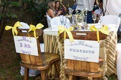 { Você pode personalizar cada detalhe do seu casamento sem pagar muito por isso, com exclusividade preparamos para você placas decoradas, e temos muitas peças para locação. Confira nossos álbuns, escolha e peça o seu orçamento pelo (12) 99199-3946 ou giseledeluna@hotmail.com }