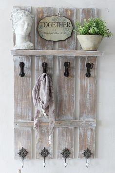 """Dänische -Garderobe """" Coming Home """" von """" Villa-Klippenscheune """"… Pallet Crafts, Pallet Art, Diy Pallet Projects, Wood Crafts, Handmade Furniture, Pallet Furniture, Wood Pallets, Barn Wood, Ladder Decor"""