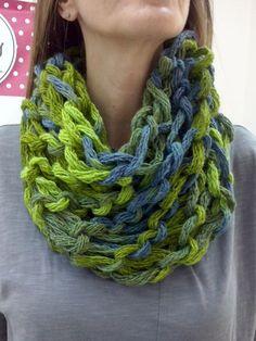 Cowl πλεγμένο με τα χέρια, το γνωστό arm knitting.Σεμινάριο Πλέξιμο με Βελόνες Α΄Κύκλος.