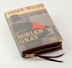 The picture of Dorian Grey Book Clutch