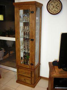 Cristaleiras feitas com madeira original de demolição.   Todos os móveis contidos neste editorial e neste blog são feitos de madeiras maciça...