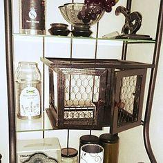 女性で、3LDKの、My Shelf/IKEA/100均/リメイク/セリア/白黒/コレクションケース/シンプルモダン/ショーケース/ヴィンテージ/手作りショーケース/木工/メッシュフレームについてのインテリア実例。 「セリアのメッシュフレ...」 (2015-03-15 00:24:38に共有されました)
