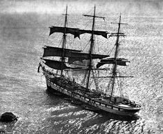 """The French full-rigged ship """"Socoa"""" was wrecked at Cadgwith, Cornwall, in 1906."""