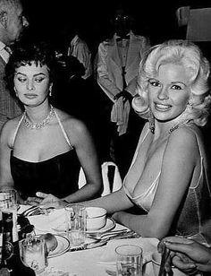 Humpf! O dela pode até ser maior, mas o meu é mais bonito.  Sophia Loren despeitada (epa!) com a performance de Jane Mansfield