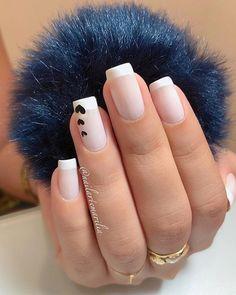 A imagem pode conter: uma ou mais pessoas e close-up Minimalist Nails, Subtle Nails, Cute Nail Art Designs, Fire Nails, Best Acrylic Nails, Luxury Nails, Heart Nails, Pretty Nail Art, Classy Nails