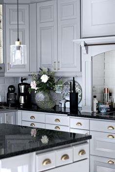 34 Amazing Marble Kitchen Ideas That Give You Luxurious Kitchen ~ Gorgeous House Grey Interior Design, Interior Design Kitchen, Luxury Kitchens, Home Kitchens, New Kitchen, Kitchen Decor, Kitchen Ideas, Beautiful Kitchens, Interior Design Living Room