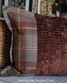 Plaid flanged pillow