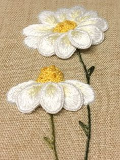 Embroidery Stitches Tutorial, Embroidery Patterns, Antique Christmas, Fabric Ribbon, Weaving Techniques, Diy Flowers, Bead Art, Needlework, Daisy