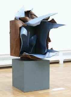 """""""O przezwyciężaniu cierpienia - o twórczej sile nadziei """" Forma II - praca dyplomowa - ceramika szkliwiona, metal, 90x60x100 cm"""