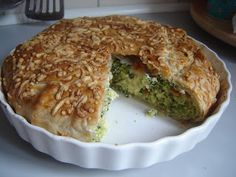 hartige taart broccoli Vegetarian Quiche, My Favorite Food, Favorite Recipes, Getting Hungry, Quiches, Fritters, Lunches And Dinners, Love Food, Yummy Food