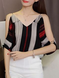 Trendy Tops, Classy Dress, Blouse Designs, Blouses For Women, Chiffon Tops, Ideias Fashion, Casual Outfits, Fashion Dresses, Clothes