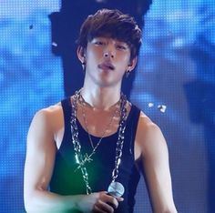 Jung Daehyun. You and those smexy arms are going to be the death of me!