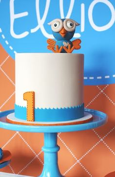 Giggle & Hoot birthday cake| Couture Cupcakes & Cookies