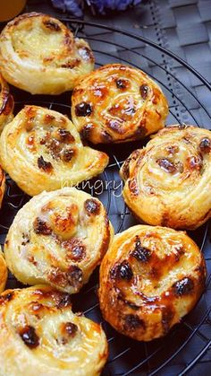 Puff Pastry Roll Recipe, Puff Pastry Desserts, Cheese Pastry, Puff Pastry Sheets, Recipe For 4, Greek Recipes, Raisin, Food To Make, Delicious Desserts