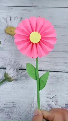Paper Flowers Craft, Paper Crafts Origami, Paper Crafts For Kids, Diy Flowers, Preschool Crafts, Flower Diy, Diy Crafts Hacks, Diy Crafts For Gifts, Creative Crafts