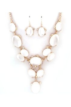 Not a fan of statement or chunky necklaces, or gold but I love this White Lucite