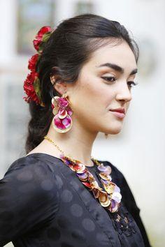 Pendientes y collar flores preservadas Collar, Instagram, Orange Blossom, Waterfalls, Flamingo, Ear Jewelry, Colors