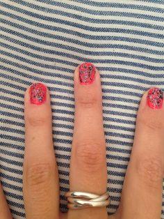 Paint splat nails