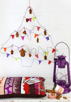 Inspiration: make your own wire Christmastree and decorate it with gingerbread cookies and paper bunting. Could also do a star garland and string small personal items to the tree. From Ellas Inspiration.