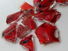 Pedras de vidro utilizadas para confecção de Mosaicos ,Bijuterias e/ou outras aplicações decorativas/ artesanais Pacotes de 50 G com pastilhas de vidro texturadas em vários formatos. cor vermelho  exclusivo R$6,20