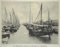 140. Inlandsche prauwen in de haven te Semarang, Indonesië, 1913.