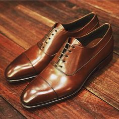 Perfect pair of cap toes. Beautiful craftsmanship and subtle detailing