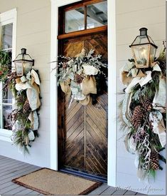 Cool Christmas Door Decorations In Order to Make Your Christmas Fun and Attractive > Detectview Noel Christmas, Rustic Christmas, Winter Christmas, Christmas Swags, Christmas Front Doors, Outdoor Christmas Decor Porches, Christmas Mantels, Magical Christmas, Cascading Christmas Lights
