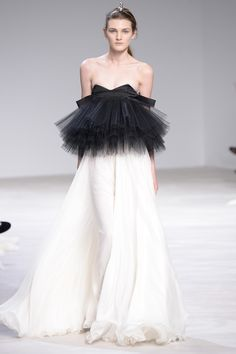 Giambattista Valli Spring 2016 Couture Collection Photos - Vogue