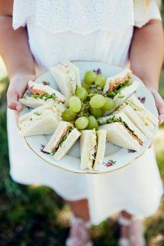 Boterhammetjes met gerookte zalm en tuinkers - Libelle Lekker  Chique boterhammetjes, perfect voor een zondagse high tea.