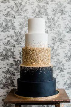 Navy Blue And Gold Wedding, Black Wedding Cakes, Elegant Wedding Cakes, Beautiful Wedding Cakes, Wedding Cake Designs, Beautiful Cakes, Cake Wedding, Black And Gold Cake, Rustic Wedding