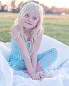 Cute Little Baby Girl, Little Girl Photos, Cute Little Girls Outfits, Little Girl Models, Cute Young Girl, Teen Girl Outfits, Beautiful Little Girls, Little Girl Fashion, Cute Girls