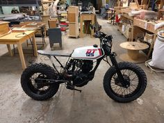 Build in progress of a 2004 TW 125 Yamaha by Lost Mechanics