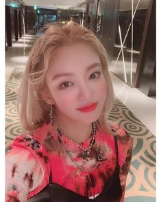 Girls Generation Hyoyeon watasiwahyo with our Circle Chain and Ball Chain Coin Choker. Kim Hyoyeon, Sooyoung, Yoona, South Korean Girls, Korean Girl Groups, Girls Generation Hyoyeon, Snsd, Cone Bra, Stylists