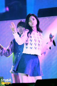 Hello Venus Yoo Ara Band Group, Pledis Entertainment, Girl Bands, Venus, Stage Outfits, Concert, Kpop, Recital, Concerts