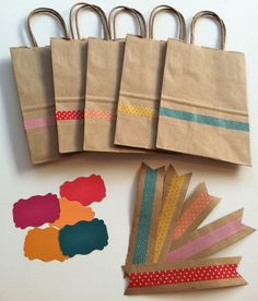 gift bags with washi tape, paper closure and tag. Bolsas regalo decoradas con washi tape, etiquetas y cierres Washi Tape Cards, Washi Tape Diy, Masking Tape, Washi Tapes, Creative Gift Wrapping, Wrapping Ideas, Decorative Tape, Tape Crafts, Craft Fairs