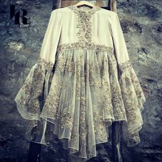 indian fashion Modern -- Press Visit link above for more options Pakistani Dress Design, Pakistani Outfits, Indian Outfits, Hijab Fashion, Fashion Dresses, Look Street Style, Mode Hijab, Indian Designer Wear, Indian Dresses