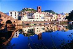 Bosa, Sardegna, Italia. Il fiume Temo .