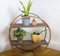 Check out our guide on how to build a hula hoop shelf. Easy on the eye and on DIY budgets, a hula hoop shelf is a storage option you should definitely consider. Diy Crafts For Home Decor, Diy Decorations For Home, Wall Decor Crafts, Handmade Home Decor, Diy Décoration, Diy On A Budget, Clever Diy, Diy Furniture, Furniture Stores