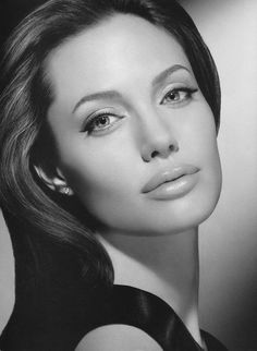 Nice portrait of Angelina Jolie Beauty And Fashion, Just Beauty, Hair Beauty, Beauty Makeup, Beautiful Celebrities, Most Beautiful Women, Beautiful People, Vivienne Marcheline Jolie Pitt, Angelina Jolie Photos