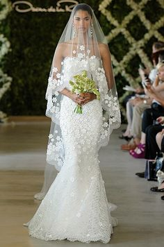 Oscar De La Renta, Spring 2013.. I seriously wish we could just wear wedding dresses anytime we want... BEAUTIFUL