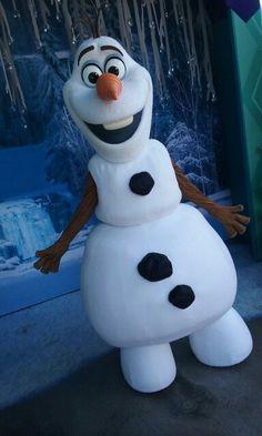 Olaf Disney Olaf, Park Photos, Disney Parks, Disneyland, Snowman, Disney Characters, Fictional Characters, Frozen, Goodies