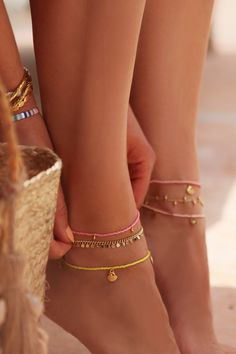 10 Brilliant Adorable DIY Anklets for Beachwear Simple Jewelry, Cute Jewelry, Jewelry Accessories, Beaded Anklets, Beaded Jewelry, Beaded Bracelets, Ankle Jewelry, Ankle Bracelets, Accesorios Casual