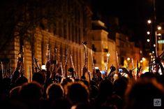 Il y a 4 ans cétait un 51 Mars place de la République à Paris agglutinés les uns aux autres nous venions dassister au premier concert de lOrchestre Debout la symphonie du Nouveau Monde de Dvorak. A la fin du concert dans un geste qui deviendra un symbole tous les musiciens debout pointent leurs instruments vers un ciel quon essaie dimaginer radieux dans la nuit noire. #archive #4yearsago #lemondedapres #laviedapres #confinementjour38 #covid19 #coronavirus #report #gaelic69  2016-04-20…