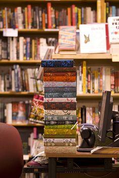 Encuadernaciones de colores.  #vintagebook #vintage #book #libro #encuadernacion #binding