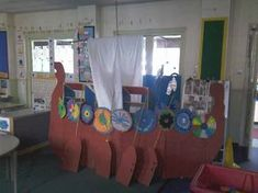 A super Viking Invasion classroom display photo contribution. Great ideas for your classroom! Ks2 Classroom, Classroom Themes, School Displays, Classroom Displays, Vikings Ks2, Dragon Birthday, Dragon Party, Anglo Saxon History, Viking Party