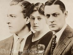Young John, Ethel and Lionel Barrymore - three of the finest.-------the elite of old Hollywood Hollywood Walk Of Fame, Hollywood Stars, Hooray For Hollywood, Hollywood Icons, Golden Age Of Hollywood, Vintage Hollywood, Classic Hollywood, Barrymore Family, John Barrymore